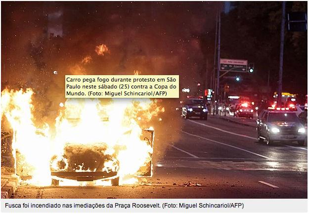 Fusca queimado em manifestação