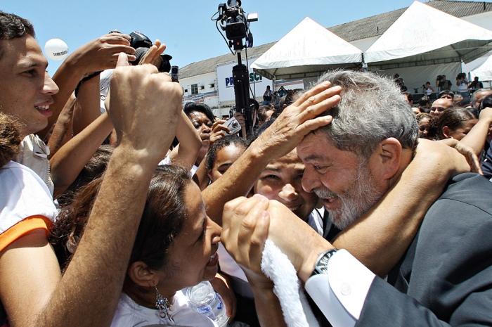 Presidente Lula na cerimônia de Lançamento do Programa Territórios de Paz, no Complexo do Alemão. Rio de Janeiro, 4 de dezembro