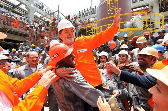 Presidente Lula em refinaria da Petrobras.