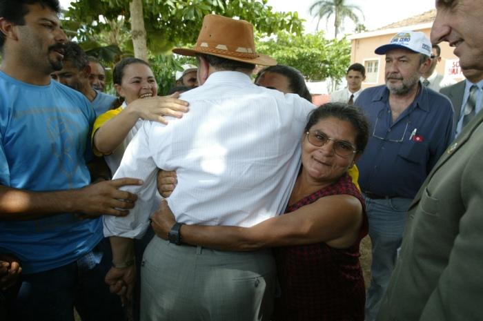 Presidente Lula na comunidade de Lagoa Seca. Paraíba, 30 de outubro de 2003.
