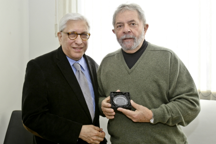 Lula recebe medalha