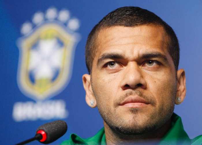Daniel Alves sai em defesa da seleção brasileira