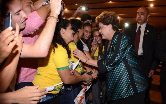 Dilma com militantes