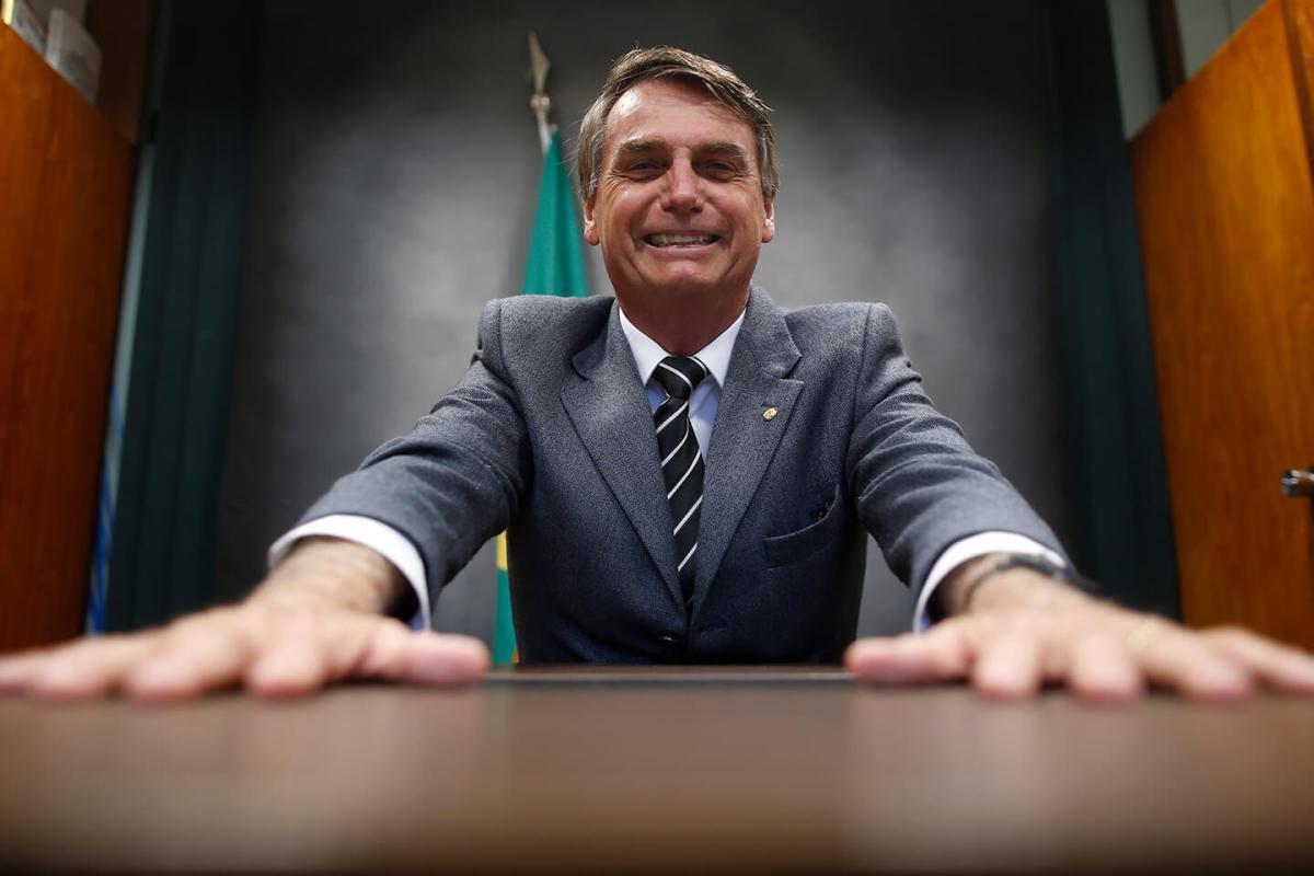 Bolsonaro não cansa de falar besteira e diz que vai acabar com reservas indígenas se for eleito